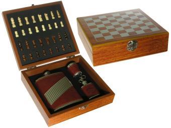 Набор шахмат с флягой, рюмкой и брелком