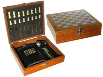 Набор шахмат с флягой, рюмкой и штопором